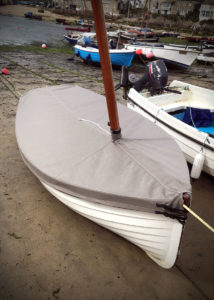 Fitted boat cover